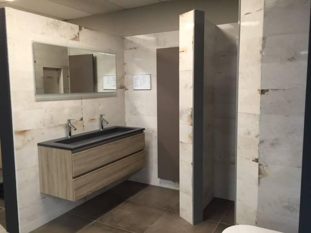 Badkamer muur en vloer betegelin ross tegels